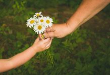 5 Acts of Kindness That Benefit Our Well-Being